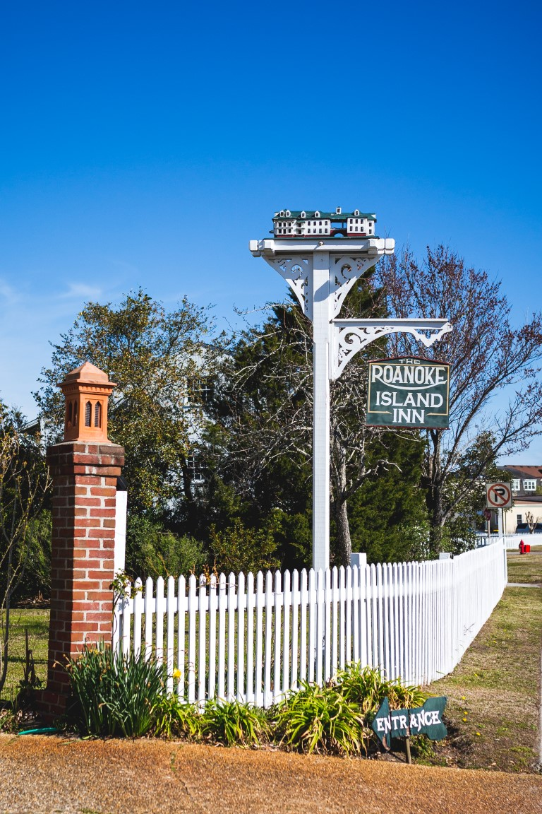 Roanoke Island Inn Entrance and Signage
