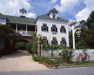 Exterior of The Roanoke Island Inn