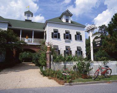 Exterior of The Roanoke Island Inn